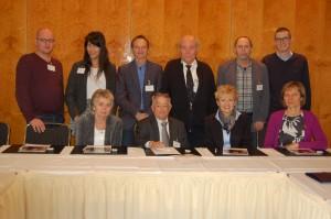 Patiëntenvertegenwoordigers op het ONCA congres te Berlijn, 3-4 november 2015 Staand, vlnr: Ivica Belina (Croatië), Maria Cevey (AGP, Spanje), Gaston Remmers (Inspire2Live, Nederland), Karl Haberstigt (EFNA, Zwitserland), Dusan Baraga (EFCCA, Slovenië), Marek Lichota (Appetite for Life, Polen) Zittend, vlnr: Tunde Koltai (AOECS, Hongarije), Cees Smit (EGAN, Nederland), Nicola Bedlington (EPF, België), Inare Pomere (ECP, Estland) Klara Zalatnai (HOPA, SAHA, Hongarije) en Robert Johnstone (EPF/ en International Alliance of Patient Organizations (IAPO) waren op het moment van de foto niet aanwezig.